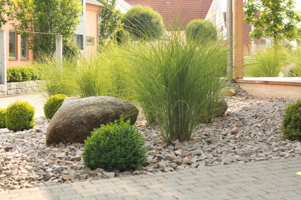 Gartenarbeiten green clean co - Vorgartengestaltung pflegeleicht ...